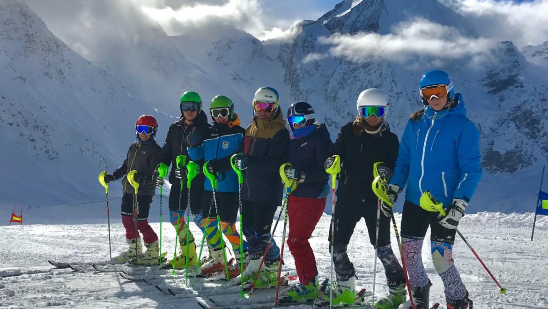 Giovani Falconeri Ski Team stage a Solda