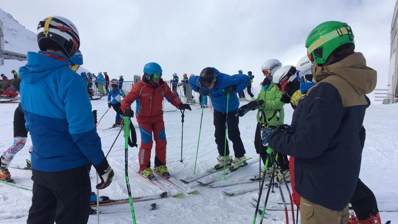 momento di festeggiamenti all'interno dello Ski Team